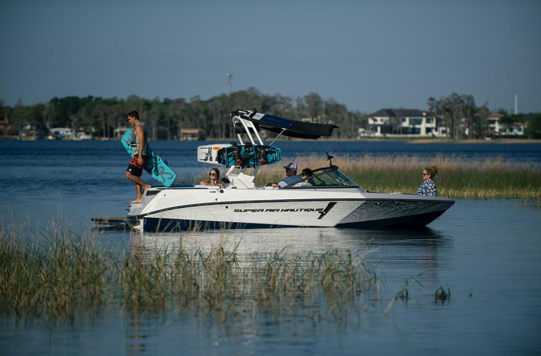 Natique tow boat